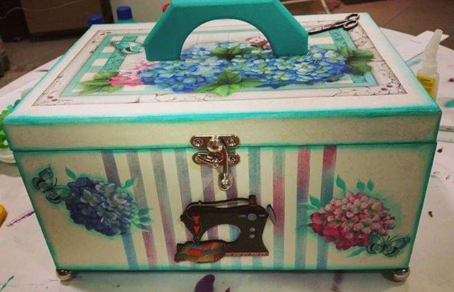 Uma ideia linda e muito delicada de caixa de costurahellip